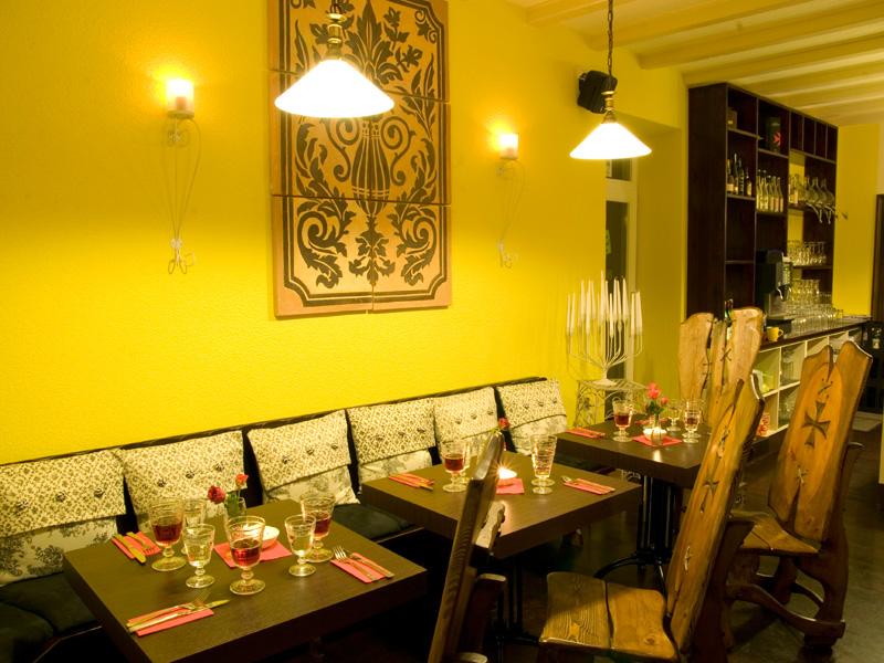 Restaurant yburg baden baden varnhalt for Gelbe zimmer